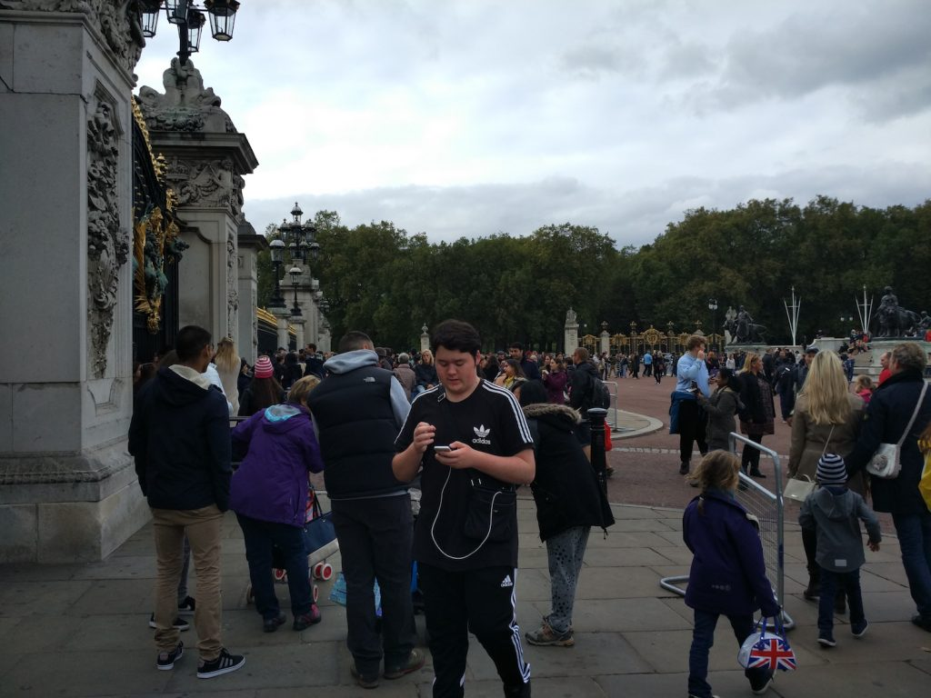 So crowded, as expected, between Buckingham Palace and Victoria Statue.